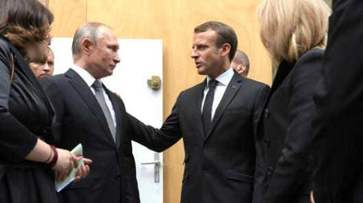 Путин поговорил потелефону сМакроном
