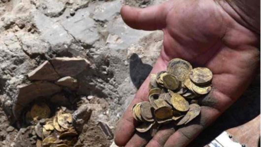 Ragazzini trovano centinaia di monete d'oro risalenti ad oltre 1000 anni fa