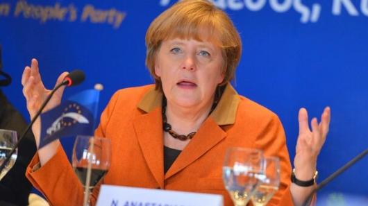 Меркель заявила, чтоГермания ждет реакции России наситуацию сНавальным