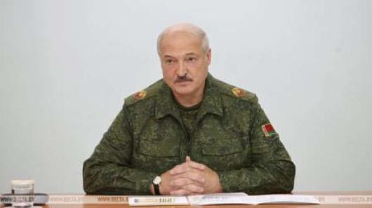 Лукашенко привел армию вполную боевую готовность