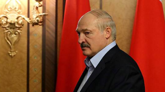 Лукашенко отказался отдавать власть