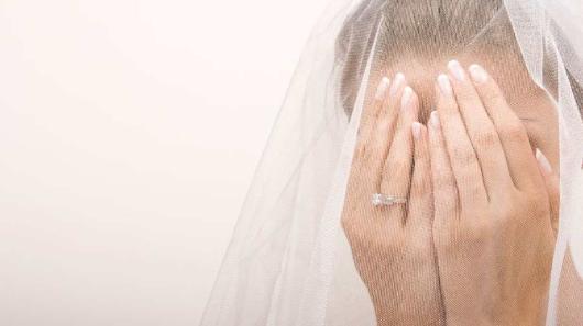 Giovane sposa si butta dal terzo piano dopo il suicidio del marito