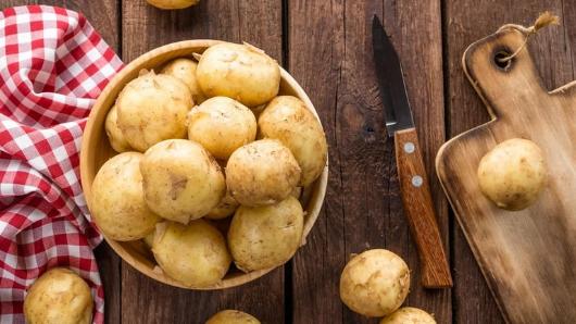 Почему нельзя есть сырую картошку