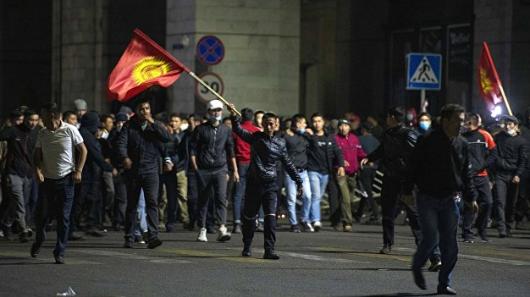 В Бишкеке введут режим ЧП