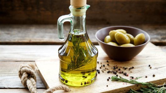 Какое масло полезнее: оливковое илиподсолнечное